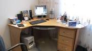 Продам компьютерный угловой стол + выкатная тумба + шкаф